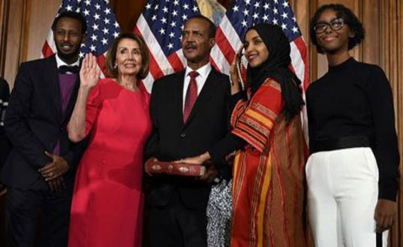 মার্কিন যুক্তরাষ্ট্রে কুরআনে হাত রেখে শপথ নিলেন মুসলিম এমপিরা