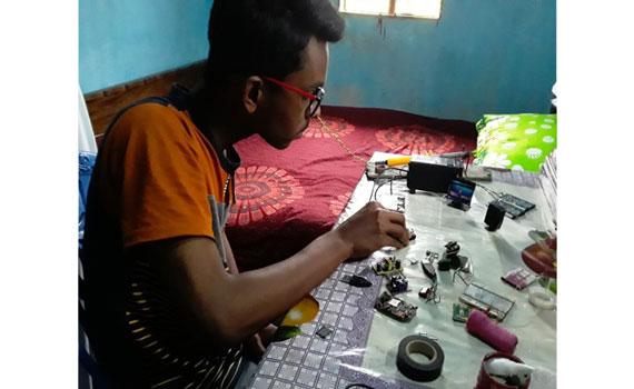 মিনি কম্পিউটার তৈরি করল মাদ্রাসাছাত্র হাদি