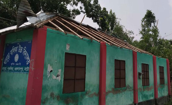 গুরুদাসপুরে কাল বৈশাখী ঝড়ে বালিকা উচ্চ বিদ্যালয় লন্ডভন্ড