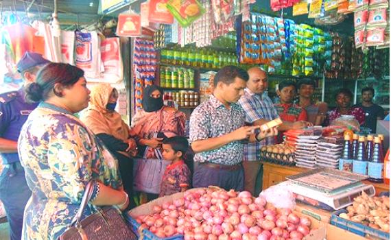 রমজানের প্রথম দিনের অভিযানে ২৯ হাজার ৫শ টাকা জরিমানা রাংগুনীয়া ভ্রাম্যমান আদালতের
