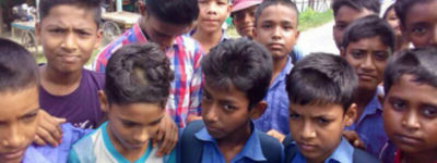 স্কুলছাত্রদের চুল কাটলেন বিদ্যালয়ের সভাপতি, প্রতিবাদে ক্লাস বর্জন